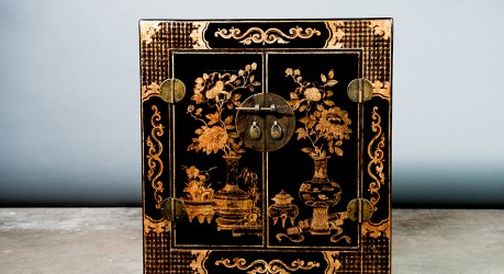 B16 – BLACK AND GOLD SIDETABLE (CK)