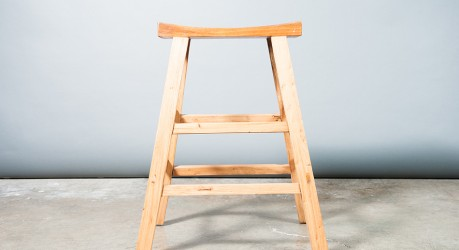 A175E -Tall saddle stool (BK)